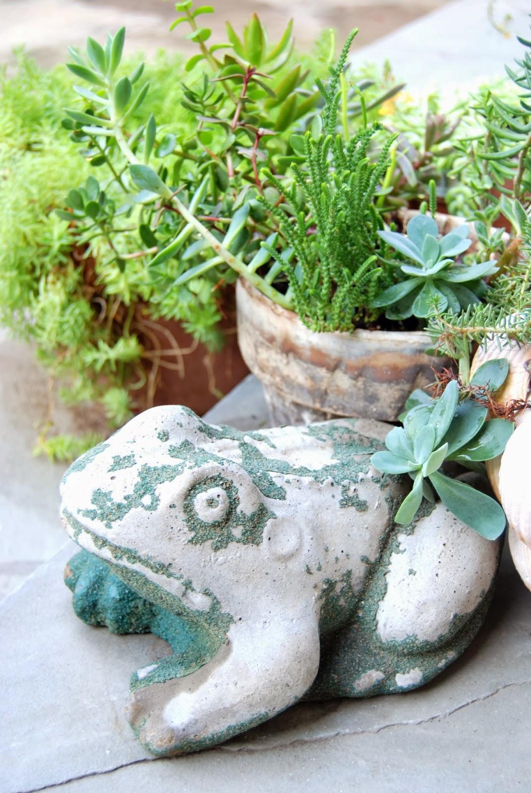 Vintage Garden Frogs 8