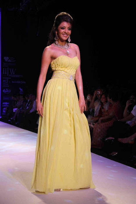kajal agarwal rwalk at iijw 2011 actress pics