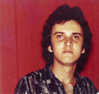 No dia 05 de dezembro de 1962, na cidade de Santa Cruz do Cabibaribe, nascia Welinton Monteiro Vieira (Letinho), o caçula dos irmãos (Socorro, Azé, ... - LETINHO%2B04