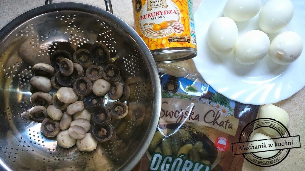 Sałatka z pieczarkami i jajkiem na śniadanie do pracy Mechanikw kuchni Biedronka