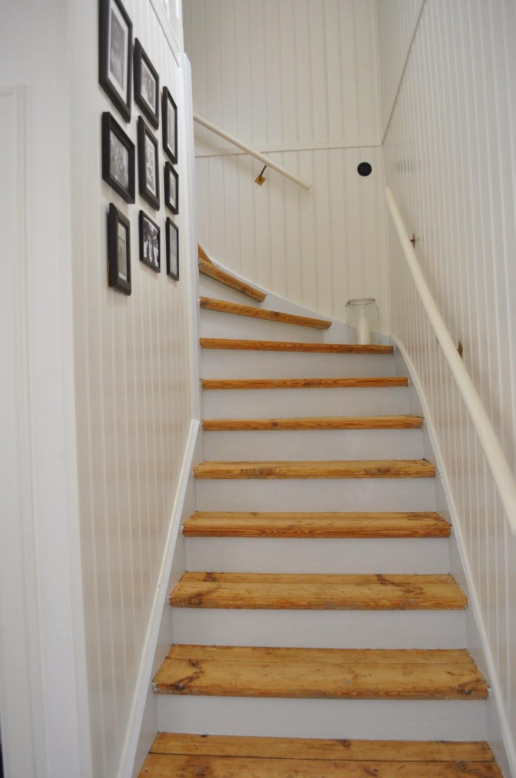Hemma på kråkered: trappan klar!