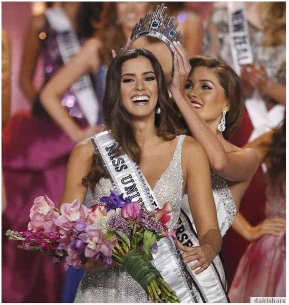 Gambar Di Anugerah Pertandingan Ratu Cantik Dunia
