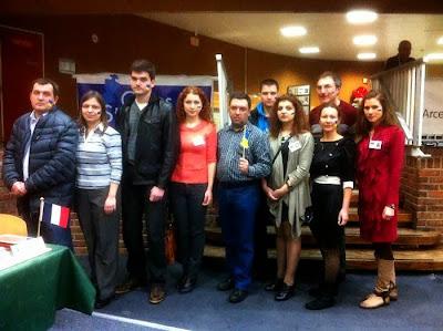 Un groupe solidaire de joueurs d'échecs ukrainiens manifeste pacifiquement contre Poutine qui a lancé l'envahissement de la Crimée par l'armée Russe - Photo © Chess & Strategy