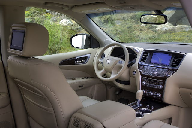 Interior view of 2013 Nissan Pathfinder
