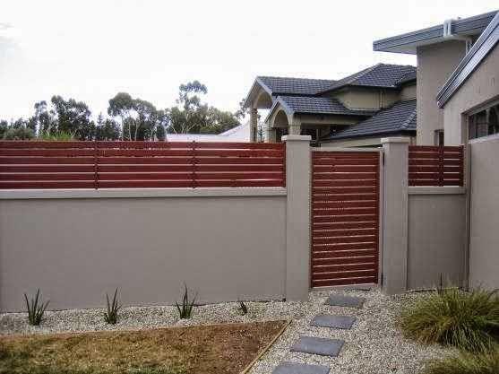 Pagar Rumah Teres dari kayu dan beton