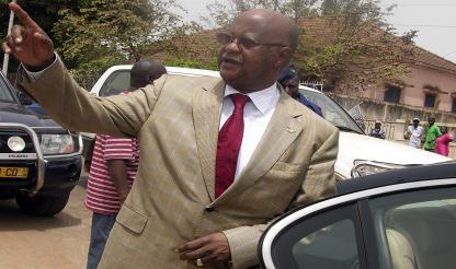 Presidente da Guiné-Bissau inicia em Dacar tratamentos médicos e fará mais exames em Paris