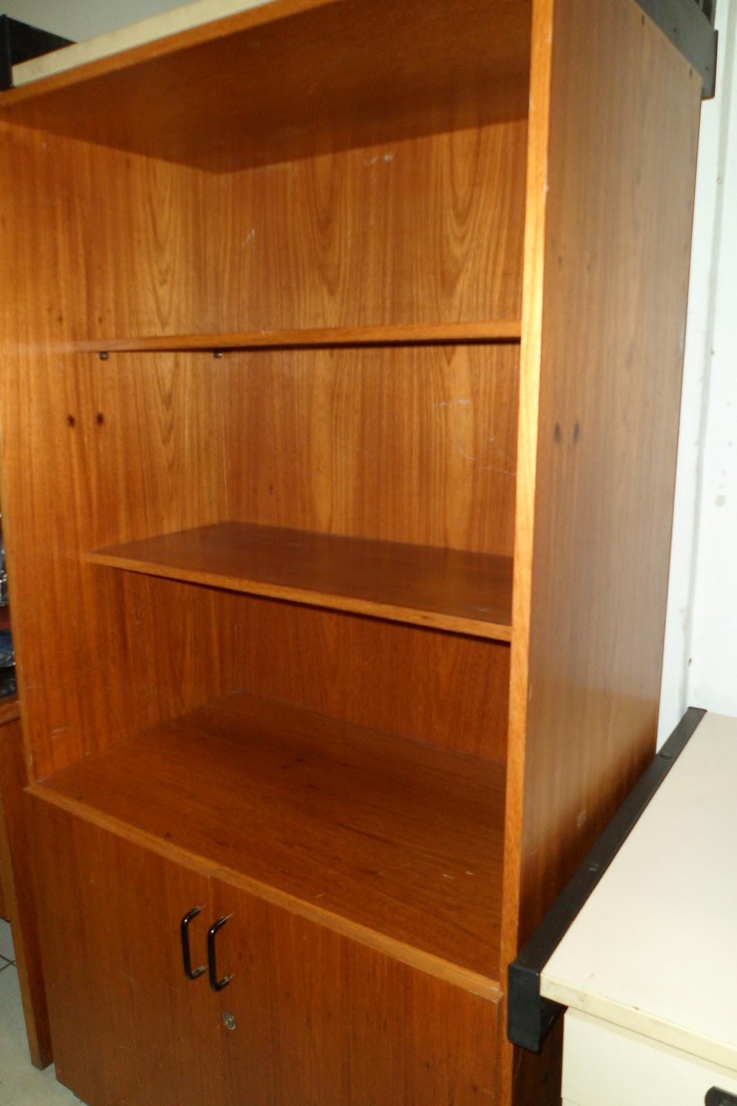 Armário estante (usado) com duas portas madeirado R$ 350 00  #C77404 1067x1600