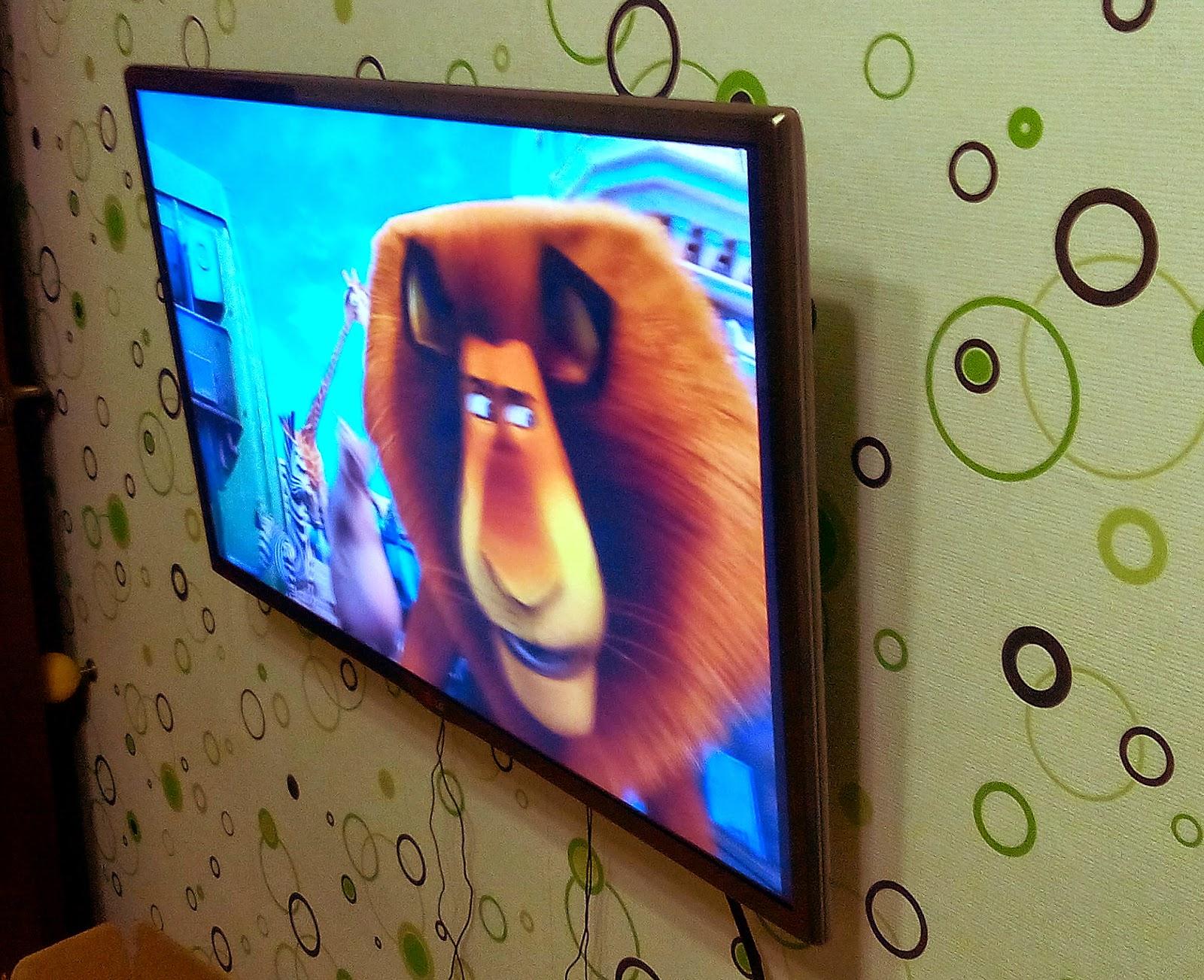 Телевизор LG 32LB650V  вид справа