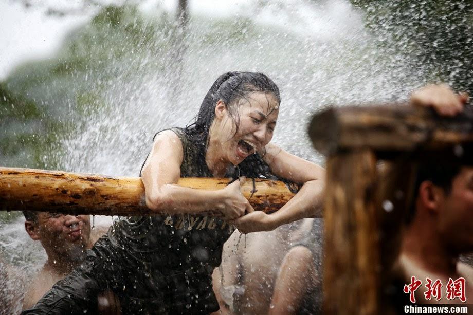 Κίνα.  Γυναίκες εκπαιδεύονται σκληρά για να γίνουν.. σωματοφύλακες.