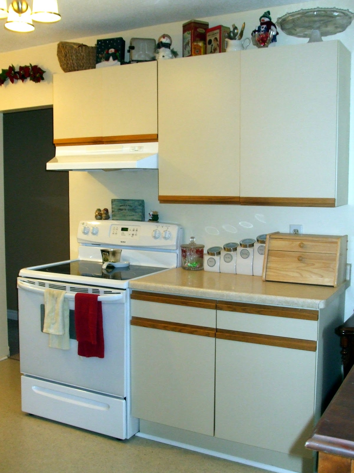 simply chic treasures: Kitchen Cabinet Makeover Part 1