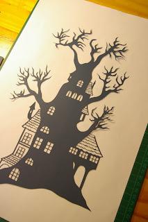 papier découpé arbre maison papercut tree