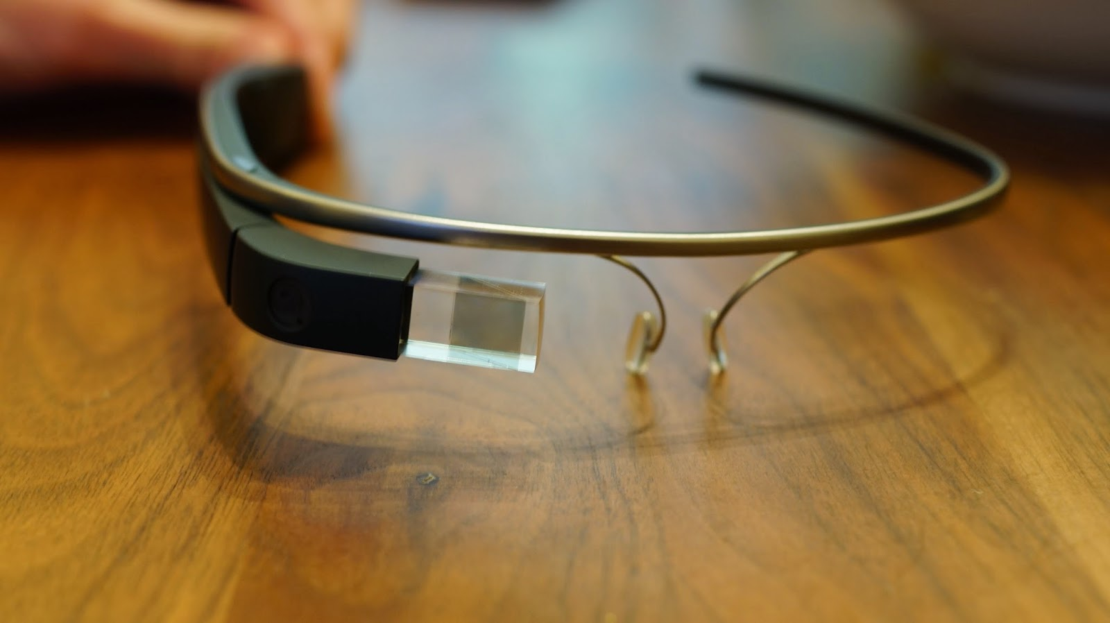 Google Glass Get A New Update: A Calendar App And iPhone SMS Support