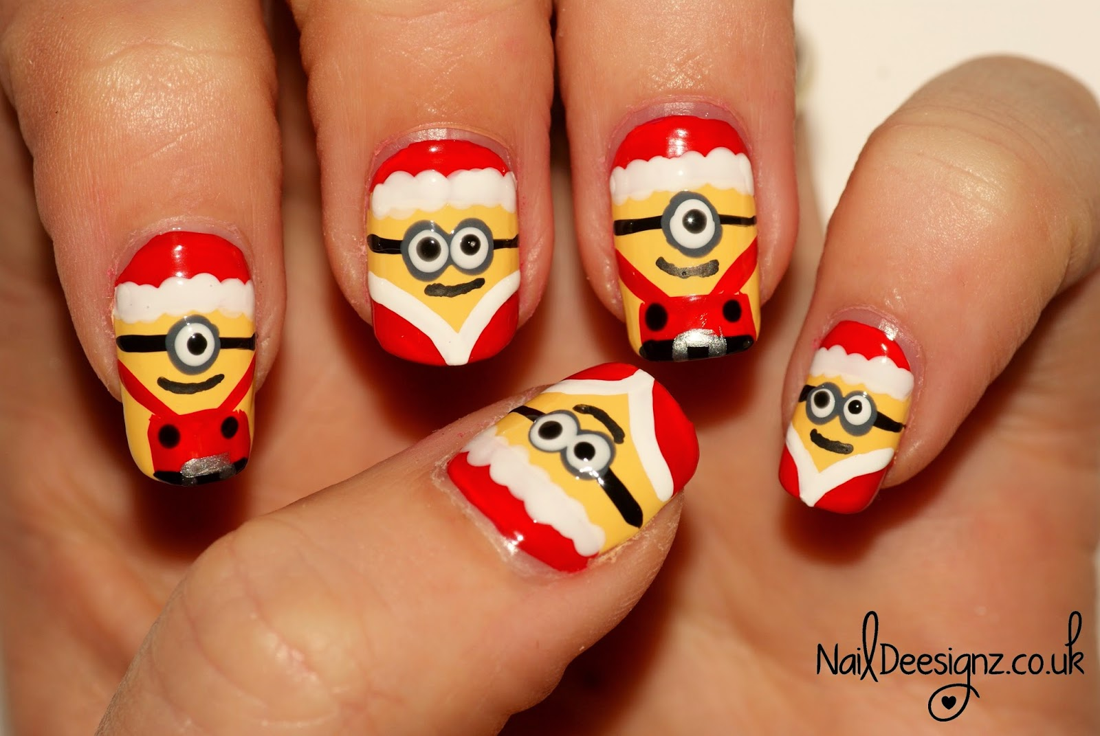 Naildeesignz Christmas Minion Nail Art