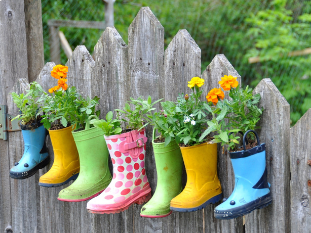 Knitzyblonde diy recycling gardening fun container gardens - Recycled containers for gardening ...