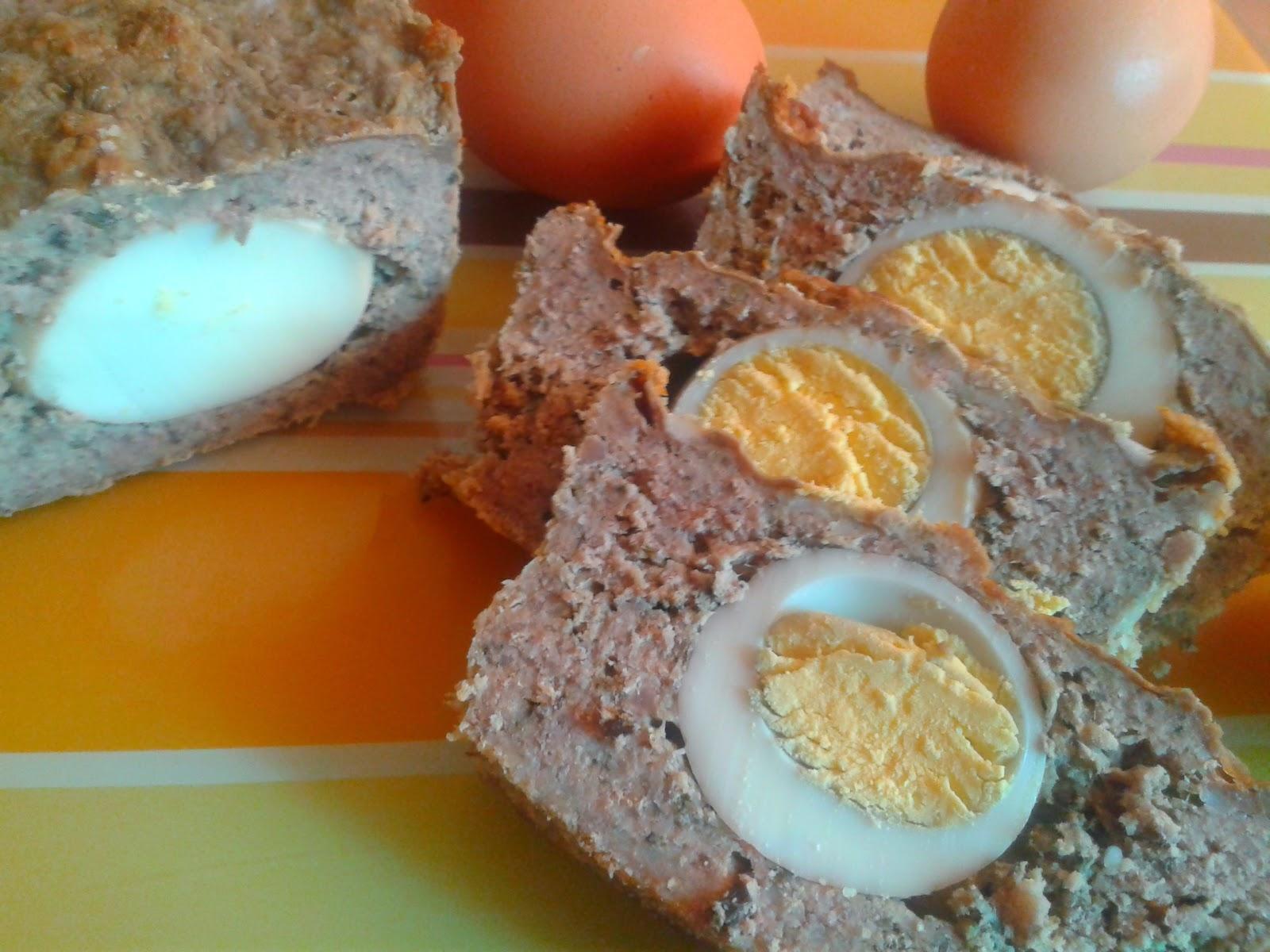 Keks mięsny z jajkiem