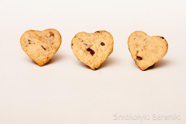 kruche ciasteczka migdałowo-czekoladowe