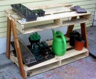mesa de jardin con palets