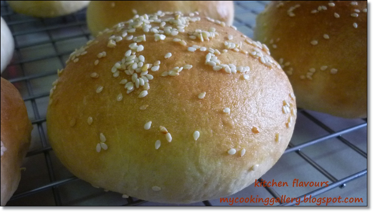 kitchen flavours: Rachael's Burger and KAF's Buns