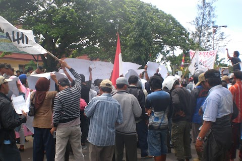 Demo Soal PT SIL ke BPN Ratusan Warga Tuntut HGU Dicabut