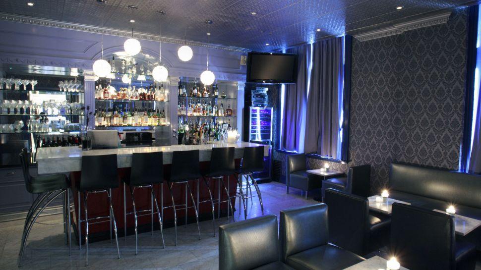 Windsor casino bars
