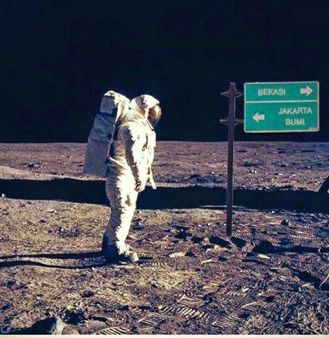 Gambar Meme Bekasi Lucu di Bulan Jauh dari Bumi Trending Twitter