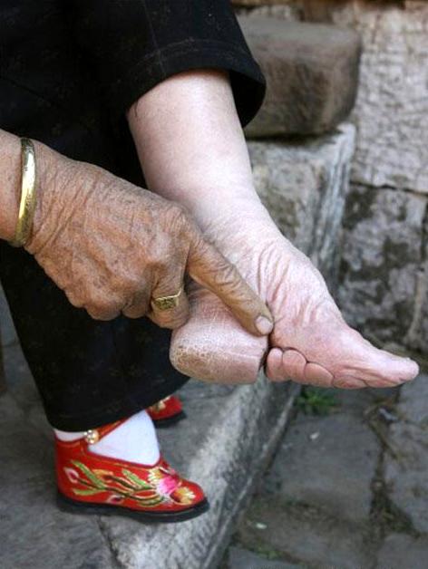 Tatouage sur le pied modèles de tatouages pour les pieds - modele tatouage pied femme