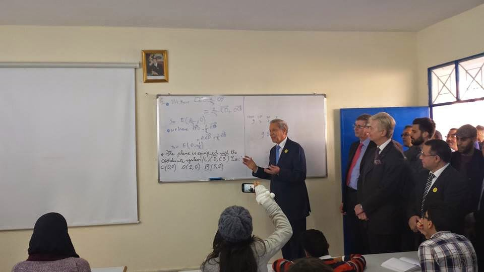السيد بلمختار يطلع بطنجة صحبة السفير البريطاني بالمغرب على سير عملية التدريس بالمسالك الدولية للباكالوريا المغربية
