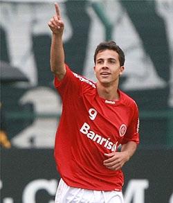 Nilmar vai jogar no Internacional com Leandro Damião