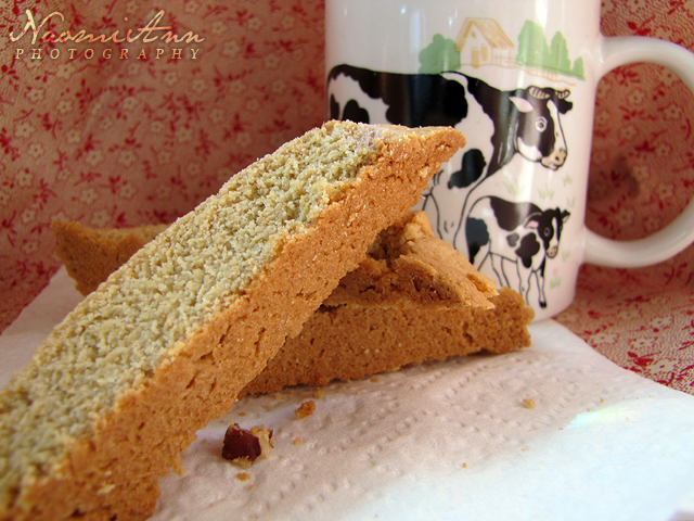 Recipes from Naomi: Peanut Butter Pecan Biscotti