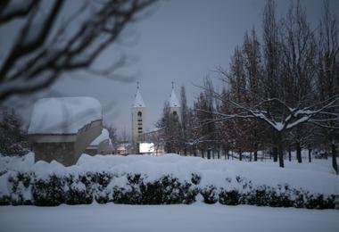 http://1.bp.blogspot.com/-_v8lVeOCR04/TzbFOwdJYtI/AAAAAAAAEI4/WOoa6QvlGFE/s1600/Medjugorje+snow+2.jpg