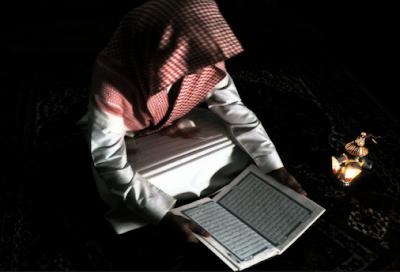 Ini Dia Pria Pertama yang Membaca Al-Qur'an Di Dunia