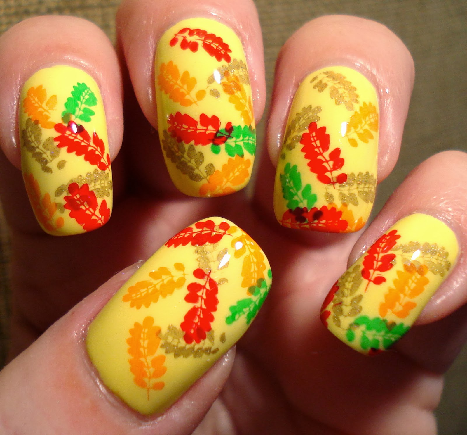 Thatleanne Firey Autumn Leaves Nail Art: Little Miss Nailpolish: Autumn Leaves Nail Art