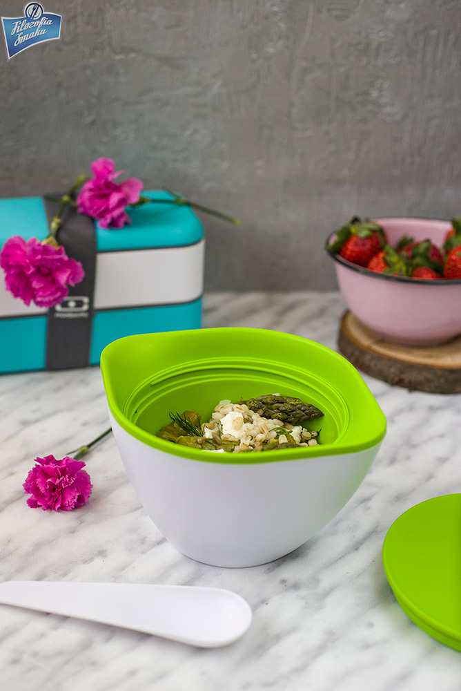Test szczelnego pojemnika na zupę lub owsiankę