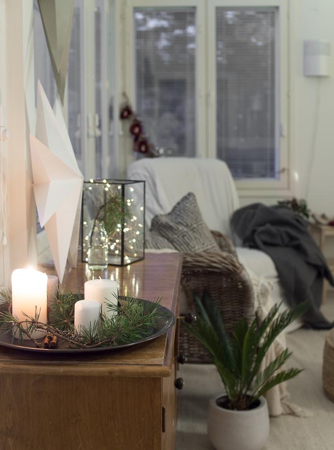 string pocket olohuone sisustus, talvinen sisustus, talvi sisustuksessa, joulukoti blogi sisustusblogi, adventtikynttelikkö, adventtikynttilät, joulusisustus blogi, lasten joulukalenteri