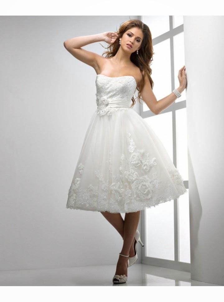 Vestido de Novia Corto Strapless con Flores en Alto Relieve en Cintura y Falda