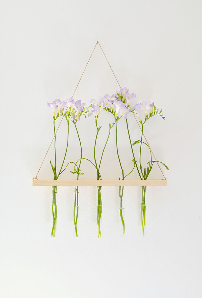 Diy hanging flower display burkatron for Diy hanging picture display