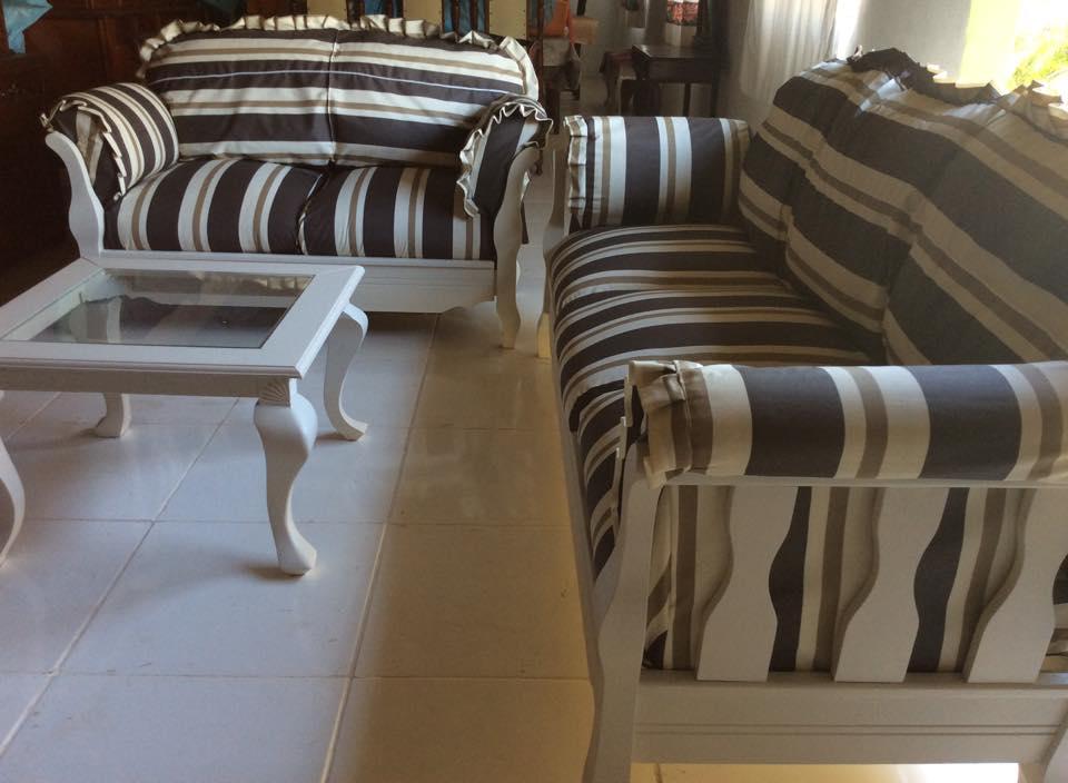 REF:19  Jogo de sofá com 3 e 2 lugares e mesinha de centro R$ 4.600,00