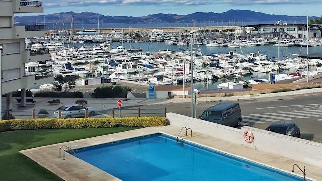 Недвижимость в Испании на побережье Коста-Брава в Л'Эскала