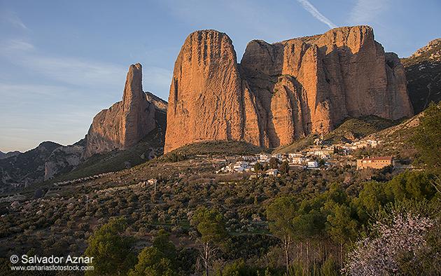http://www.diariosdeunfotografodeviajes.com/2014/03/un-paseo-por-la-comarca-de-huesca.html