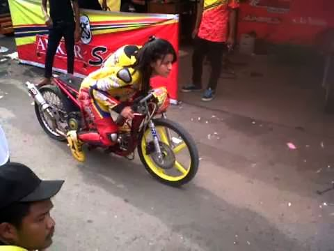 Racertees 201 Dragbike 2014 Nganjuk – Dibuka Kelas Wanita Terbuka