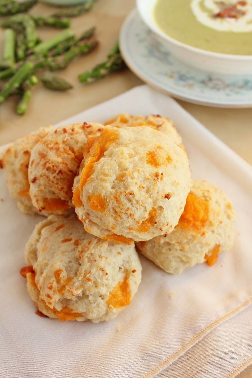 Easy Cheddar Bay Biscuits