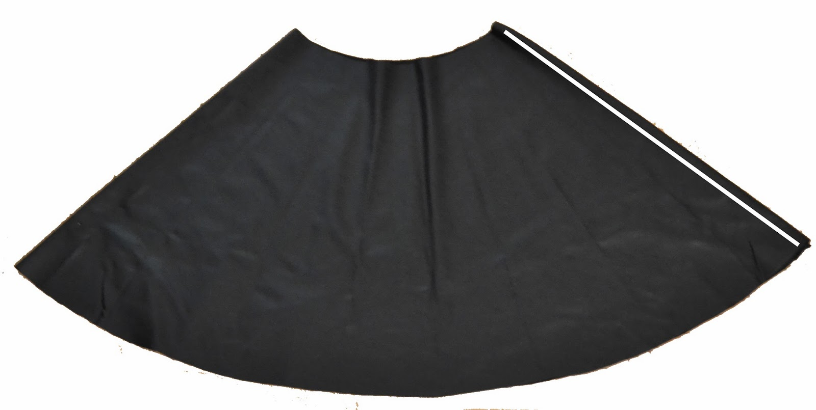 the crafty novice diy faux leather skirt
