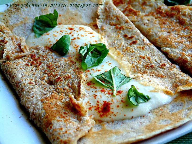 Naleśnik graham z mozzarellą i świeżą bazylią. Doskonały na śniadanie !