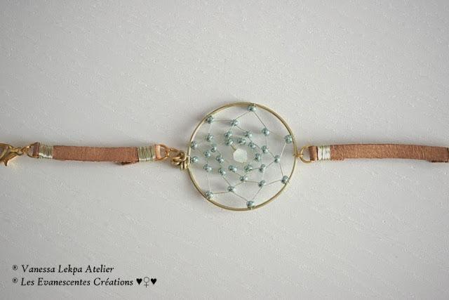 bracelet attrape rêves doré or perles de verre et cristal bleu création unique fait main par créateur contemporain de bijoux vanessa lekpa