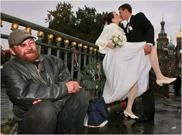 бомж на свадебном фото