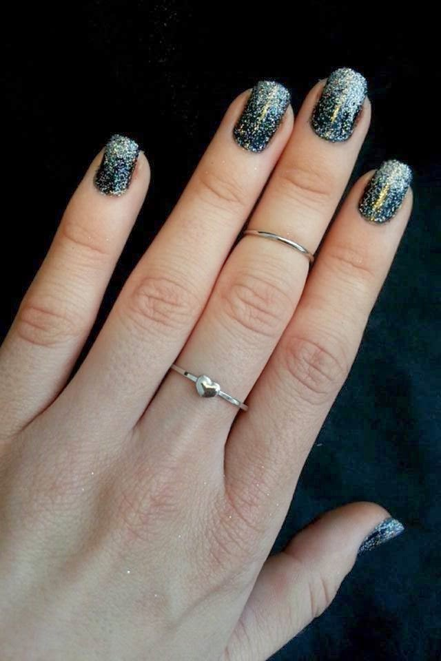Upcy: DIY Loose Glitter Ombre Nails