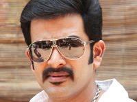 Actor prithviraj prithvi 39 s thejabhai and family postponed for K muraleedharan family photo
