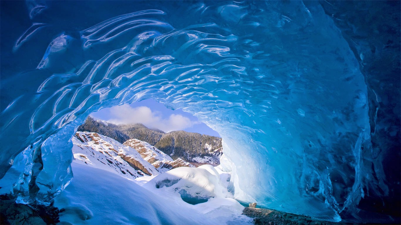 Mendenhall Glacier near Juneau, Alaska (© John Hyde/age fotostock) 408