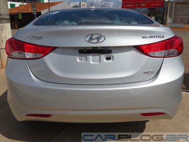Hyundai Elantra 2014 - sensor de estacionamento traseiro