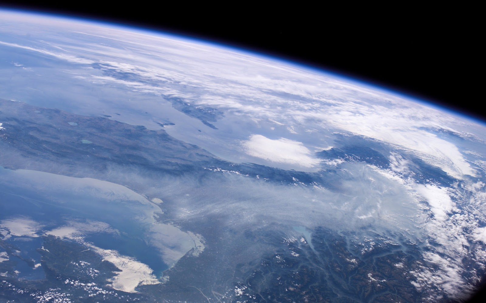 http://1.bp.blogspot.com/-_xc9-xGyhug/UR7tsIpBgtI/AAAAAAAA3AU/cnH7I2wn5g8/s1600/Planeta-Tierra-Desde-el-Espacio_Fondos-de-Pantalla-Universo.jpg